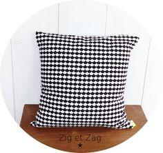 Housse de coussin 40 x 40 cm motifs Géométriques scandinave Noirs et blancs : Textiles et tapis par zig-et-zag