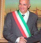 """Immunità, """"sono un senatore, non processatemi da sindaco"""". Albertini ricatta il Pd"""