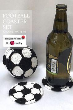 Fun football shaped coasters in a soccer ball storage holder! Great housewarming or Father's Day gift idea. Love Crochet, Crochet Ideas, Crochet Hooks, Crochet Projects, Crochet Potholder Patterns, Modern Crochet Patterns, Crochet Football, Ball Storage, Mug Rugs