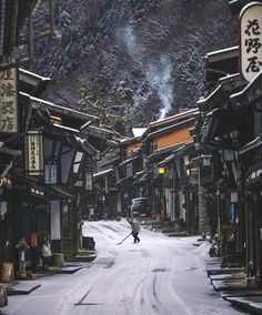 How incredible is Japan! The Kiso Valley is located close to Hakuba in the Nagano prefecture. Its a must visit when pla. Chalet House, Japan Village, Places To Travel, Places To Visit, Nagano Japan, Osaka Japan, Porto Rico, Destinations, Mountain Village