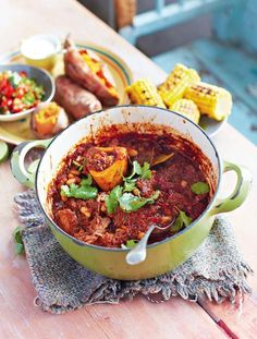 A quick and easy chilli con carne recipe from Jamie Oliver. Simple chilli con carne is a favourite, and this one's a real crowd-pleaser. Jamie's Recipes, Mince Recipes, Chili Recipes, Mexican Food Recipes, Cooking Recipes, Healthy Recipes, Ethnic Recipes, Recipies, Save With Jamie Recipes
