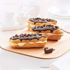 Éclairs au chocolat au parfum de Bailey's - Les recettes de Caty 200 Calories, Buffet Dessert, Food Wishes, Fudge, Nutella, Tasty, Sweets, Cooking, Breakfast