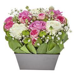 Faites plaisir à votre mamie avec cette délicate création florale qui saura la ravir à coup sûr. Offrez-lui un instant inoubliable !