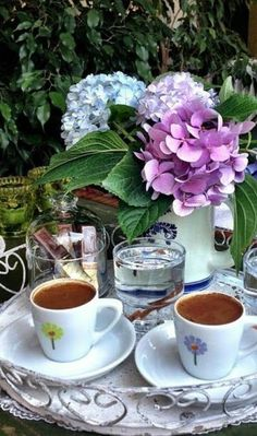 Coffee Vs Tea, Coffee Latte Art, Coffee Mug Quotes, Brown Coffee, I Love Coffee, Coffee Cafe, Coffee Drinks, Coffee Shop, Arabic Coffee