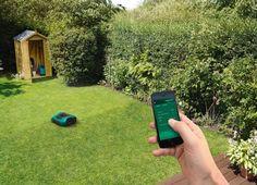 Boschin innovatiivinen robottiruohonleikkuri Indego 400 Connect pitää huolen nurmikostasi leikaten sen automaattisesti samalla, kun sinä voit nauttia vapaa-ajastasi.