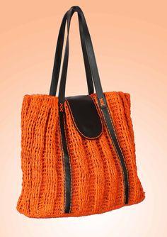 """""""One""""  Sac à main en raphia, le fond est fait au crochet et le corps au tricot avec des mailles façon pull.  Anses et rabat en cuir de zébu. Intérieur doublé avec du tissu uni.  Fermeture du sac par bouton pression sur le rabat en cuir  Couleurs disponibles : Orange, bleu lavande, jaune  Dimensions : Longueur 33 cm x largeur 30 cm (haut du sac) et 42 cm (bas du sac)  Collection So Trendy"""