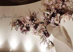 Sculptural petals and blossoming flowers . Banquet Decorations, Outdoor Wedding Decorations, Backdrop Decorations, Backdrops, Romantic Wedding Decor, Elegant Wedding, Rustic Wedding, Dream Wedding, Wedding Photo Walls