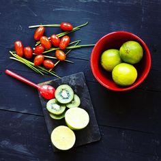 Ce week-end c'était les journées marmiton ! Il y avait beaucoup d'ateliers comme celui-ci où il fallait faire une composition pour sa photo culinaire !  #journeesmarmiton #marmiton @marmiton_org #photoculinaire #culinaire #food #foodporn #pornfood #foodaddict #healthy #composition #healthyfood Week End, Comme, Composition, Fruit, Vegetables, Instagram, Food, Essen, Vegetable Recipes