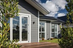 Linea® Oblique Weatherboard by James Hardie House Exterior Color Schemes, White Exterior Houses, Grey Houses, House Paint Exterior, Exterior Colors, Exterior Design, Wall Exterior, Weatherboard Exterior, Exterior Cladding