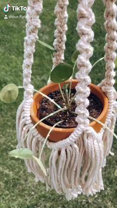 Macrame Plant Hanger Patterns, Macrame Plant Hangers, Macrame Art, Macrame Projects, Hanging Baskets, Hanging Plants, Western Bedroom Decor, Animal Projects, Plant Holders