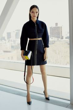 See the complete Cushnie et Ochs Pre-Fall 2018 collection.