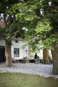 Garden Accessories & Outdoor: Beautiful Scandinavian interiors on Gotland Island. Scandinavian Garden, Scandinavian Interiors, Outdoor Spaces, Outdoor Living, Jardin Decor, Old Trees, Land Scape, Garden Inspiration, Garden Landscaping