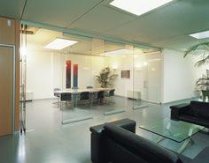 HAWA-Variotec 150/GV  Tabiques deslizantes y apilables para paneles de cristal o madera Hawa AG, para separar ambientes en interiores como en exteriores. Podes leer la nota completa en http://www.arqa.com/ese/novedades-mercado/divisiones-moviles-para-interiores-y-exteriores-por-hawa.html