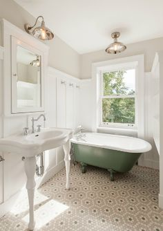 Simple Home Decor Do's and Don'ts of tiling a small bathroom. This is a great tile design for a traditional bathroom.Simple Home Decor Do's and Don'ts of tiling a small bathroom. This is a great tile design for a traditional bathroom. Clawfoot Tub Bathroom, Bathroom Floor Tiles, Light Bathroom, Master Bathrooms, Small Bathrooms, Bathroom With Wainscotting, Bathroom Lighting, 50s Bathroom, Vintage Bathroom Decor