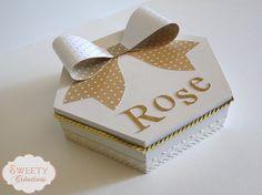 Boite à secrets ou bijoux écru et doré Jewels box or secret box cream and gold  #giftbox #boiteabijoux #boite #box #blancdore #whitegold #creamgold #bow #woodenbox #lace #dentelle #sequins