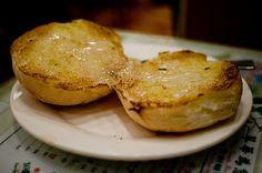 Condensed milk bun from Tsui Wah, Hong Kong... get in my belly!