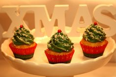 Christmas Cupcakes♡ Christmas Cupcakes, Sweets, Desserts, Food, Christmas Crackers, Sweet Pastries, Tailgate Desserts, Meal, Goodies