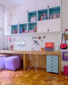 A bancada com penteadeira e lugar pra estudar. Da AR Design de Interiores. #natocadesign #decoration #instadecor #decoraçãoinfantil #decor #decoração #kidsroom #kidsdecor #bedroom by natocadesign