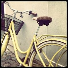 Yellow vintage bike -- want.this.so.badly.
