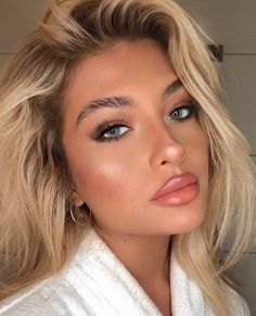 200 Best Makeup Ideas For Any Season To Enhance Your Beautiful Facial Features #glowy wedding makeup Simple Makeup Looks, Pretty Makeup, Simple Makeup For Teens, Rose Gold Makeup Looks, Simple Prom Makeup, Make Up Looks, Natural Glam Makeup, Natural Makeup For Blondes, Natural Beauty