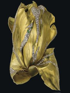 JAR gold tulip bangle (Vanessa Cron/Christie's) gold tulip bangle I would love to try on. I can't quite picture how the lower petals attach around the arm to form the cuff. It appears to be another of those engineering feats JAR likes to take on.
