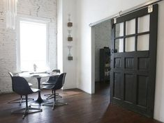 A New Project 25 of the Best Modern Barn-Style Doors - Chris Loves Julia Sliding Glass Barn Doors, Interior Sliding Barn Doors, Black Barn, Black Door, Black White, Barn Style Doors, Modern Barn, Modern Industrial, Vintage Modern