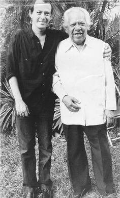 Con Nicolás Guillén, el día que el poeta cumplió 82 años.