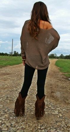 Skinny jeans and oversized lace top ♡ loving the boots. Fringe boots NEED Estilo Fashion, Look Fashion, Womens Fashion, Mommy Fashion, Fall Fashion, Petite Fashion, Curvy Fashion, Fashion Styles, Runway Fashion