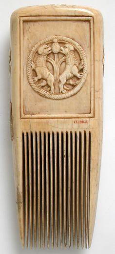 Comb (12th century style)