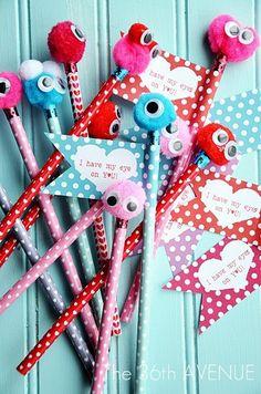 Te mostramos 15 ideas de manualidades con lapices que los niños fácilmente pueden hacer. Algunas son perfectas para hacer que los lapices lu...