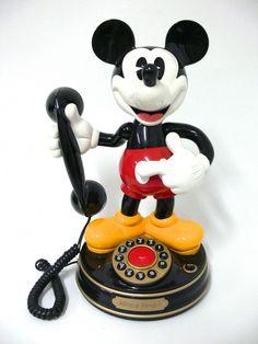 Walt Disney Mickey Mouse Telefon-here's my phone Cozinha Do Mickey Mouse, Mickey Mouse Kitchen, Mickey House, Disney Kitchen, Mickey Mouse Phone, Walt Disney Mickey Mouse, Mickey Minnie Mouse, Casa Disney, Arte Disney