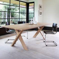 Jídelní stůl Ethnicraft.   Dining table Ethnicraft.