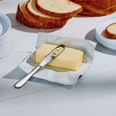 The Butterup butter knife takes a hard brick of butter and turns it into sumptuous spreadable ribbons. Features a stainless steel wide blade with built-in grater for maximum butter-to-bread surface area. Collector Knives, Moma Collection, Metal Welding, Butter Knife, Grater, Survival Knife, Knife Making, Making Ideas, Making Tools