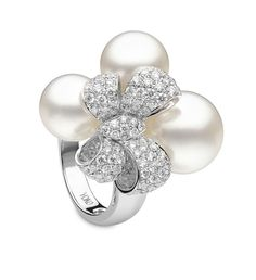 white gold bow ring with of white diamonds and South Sea pearls from London's Bridal collection. Bow Jewelry, High Jewelry, Luxury Jewelry, Pearl Jewelry, Jewelry Stores, Bridal Jewelry, Gemstone Jewelry, Diamond Jewelry, Jewelry Design