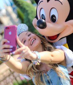 Mickey e Larissa Manoela maravilhosos