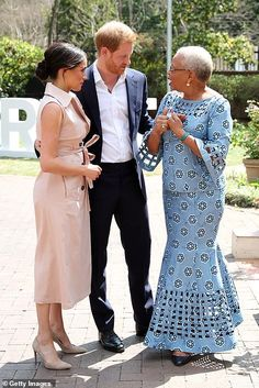 Prince Harry and Meghan Markle meet Nelson Mandela& widow Graca Machel African Fashion Ankara, Latest African Fashion Dresses, African Print Fashion, Africa Fashion, African Style, Short African Dresses, African Print Dresses, Kitenge, Ankara Skirt And Blouse