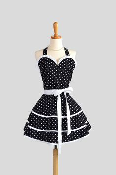 Invest in a Sexy Flirty Apron ... Leave a little to the imagination.   www.kissinginthekitchen.com  Twitter @kissingkitchen  #Kissingkitchen https://www.facebook.com/KissingInTheKitchen