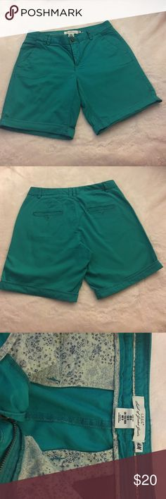 Bright green shorts Bright green khaki shorts meets in the middle of the thighs..never been worn in great condition H&M Shorts