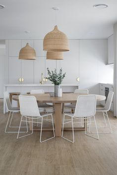 Decoration Inspiration, Dining Room Inspiration, Home Decor Kitchen, Home Kitchens, Dining Room Design, Kitchen Design, Dining Pendant, Dining Room Lighting, Interior Design Tips