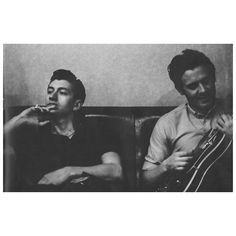 wakemeupat505/2016/11/22 20:50:38/chillax mode on 😌 #arcticmonkeys #am #alexturner #jamiecook #alternative #indie #rock #music #band #leadsinger #guitarist #guitar #couch #candid #quiff #chill #relax #pensative #melodies #blackandwhite #ring #photoshoot #l4l