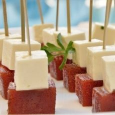 classic Brazilian dessert: Romeu e Julieta (white cheese with guava) Brazil Food, Havana Nights Party, Cuban Party, Happy Party, Party Food And Drinks, Food Humor, Food Inspiration, Tapas, Buffet