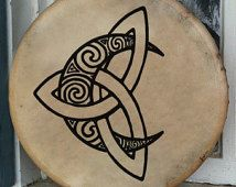 Or I need a new Bodhran? Celtic Moon Bodhran Drum Hand painted by BrightArrow on Etsy Love this design as a tattoo Symbol Tattoos, Body Art Tattoos, Cool Tattoos, Tattoos Skull, Sleeve Tattoos, Celtic Symbols, Celtic Art, Celtic Knots, Celtic Runes