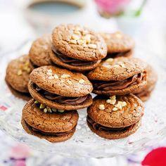 Dessa ljuvliga kakor som påminner om biskvier, men i detta recept har vi gjort dem något mindre. Bagan, Cookie Desserts, No Bake Desserts, Swedish Cookies, Grandma Cookies, Cake Recipes, Dessert Recipes, Hot Cocoa Recipe, Sweet Little Things