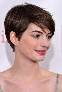 The Anne Hathaway Sweep - 25 Hottest Pixie Cuts Right Now Short Pixie Haircuts, Cute Hairstyles For Short Hair, Girl Haircuts, Pixie Hairstyles, Straight Hairstyles, Pixie Bob, Trendy Hairstyles, Weave Hairstyles, Bob Haircuts