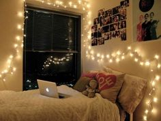 13 ways to use fairy lights to make your home look magical Christmas Lights In Bedroom, Christmas Fairy Lights, String Lights In The Bedroom, Decorating With Christmas Lights, Cute Apartment, Bedroom Apartment, Apartment Ideas, Bedroom Lighting, Bedroom Decor