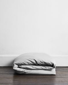 The Fog Flax Linen Quilt Cover Set is made from flax linen dyed to a soft grey colour that can truly elevate and light up a room. Achieve breathability, warmth and luxury in your bedroom experience with the Fog Flax Linen Quilt Cover Set.