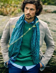 Casual Style–Starring in another style feature for El Palacio de Hierro, model Wouter Peelen is photographed once more by Dean Isidro (Atelier Management). Sharp Dressed Man, Well Dressed, Stylish Men, Men Casual, Star Fashion, Mens Fashion, How To Wear Scarves, Wearing Scarves, Gentleman Style