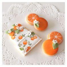c-bon bon wedding cookies Summer Cookies, Fancy Cookies, Iced Cookies, Biscuit Cookies, Cute Cookies, Royal Icing Cookies, Cupcake Cookies, Cookies Decorados, Orange Cookies
