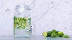 Fruity Drinks, Healthy Drinks, Go For It, Summer Recipes, Smoothies, Mason Jars, Glass Vase, Water Bottle, Infused Waters