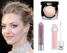 AMANDA SEYFRIED. Chubby Stick Shadow Tint for Eyes de Clinique; Dior Addict Lip Maximizer High Volume Lip Plumer en Sheer Pink; Poudre Signée de Chanel.